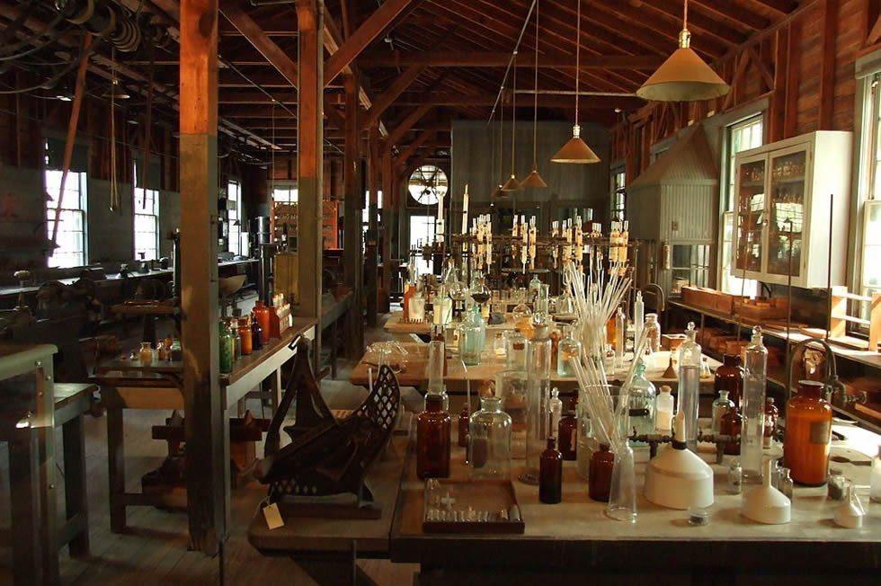 1024px-Edison_and_Ford_Winter_Estates,_Edison's_laboratory-675c9a2900