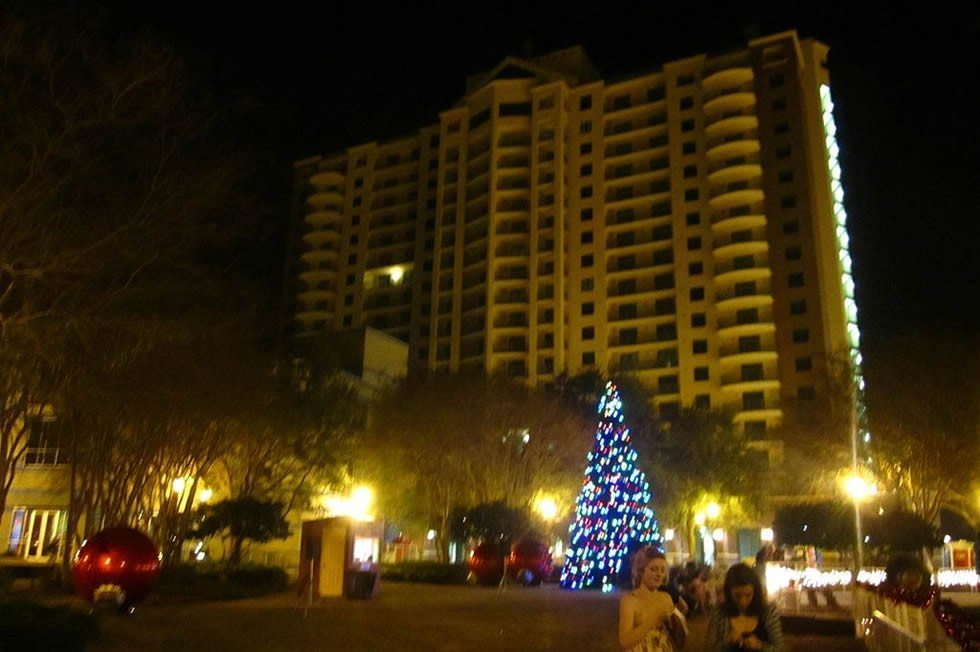 1024px-Tallahassee_during_Christmas-dbc698c2a7