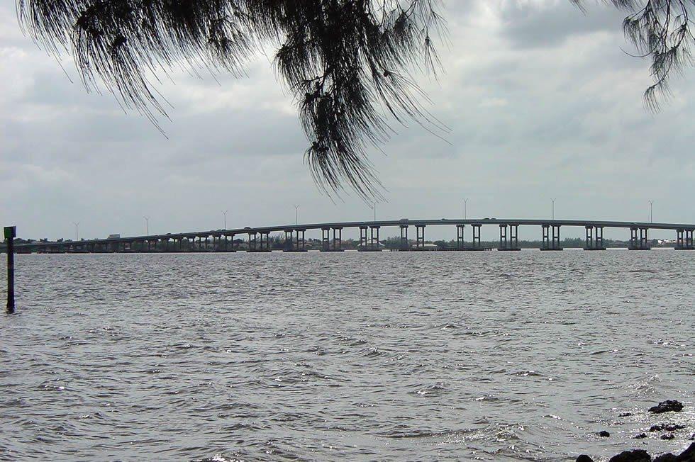 1280px-Cape_Coral_Bridge-85a3ddc84b