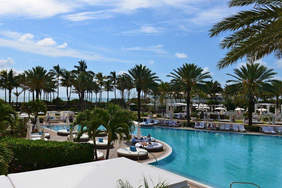 Hotel_Fountainbleue_south_beach-95656a3a40