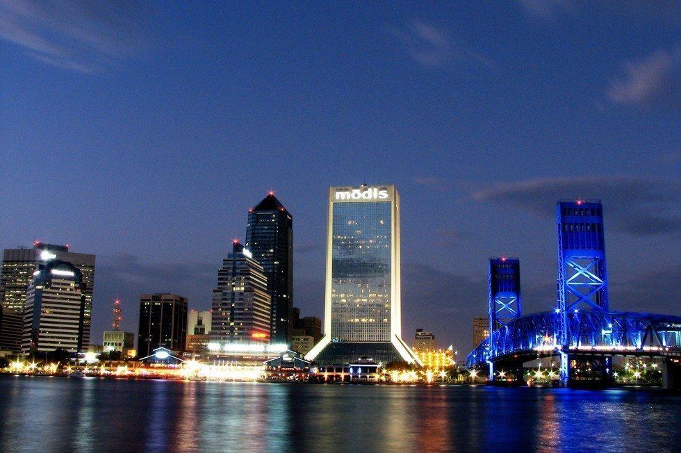 Nchtliche_Skyline_von_Jacksonville,_Florida-6ed84bc29f-88086e0aea