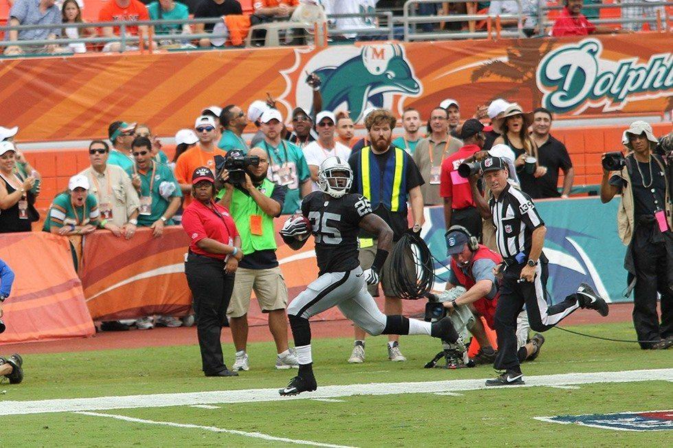 Oakland_Raiders_v_Miami_Dolphins-ebdffdd62c