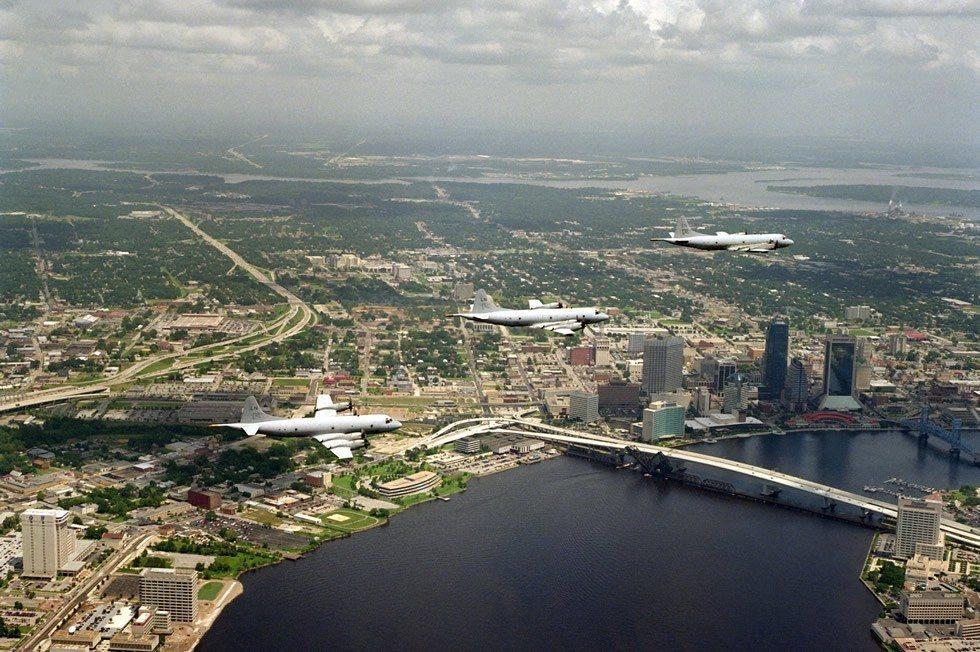 P-3C_Orion_over_Jacksonville_Florida-840c6a7c38-1ff2e45b72
