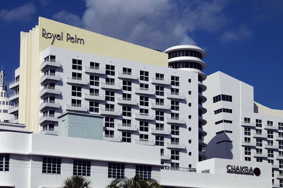 royal-palm-hotel-234742_1280-1649550287